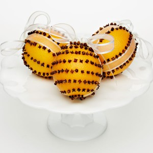 Bring holiday joy to your home by using this craft kit to make 3 orange pomanders – fragrant ornaments that are a treat for the senses.